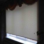 рулонная штора бежевая ткань с узором