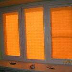 яркие оранжевые рулонные шторы