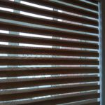 зебра шторки в проём окна вишнёвый сал